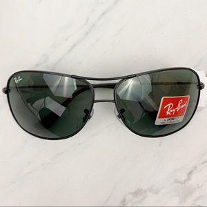 Ray-Ban • Aviator Sunglasses